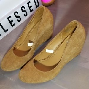 Merona brand, genuine suede leather wedge!
